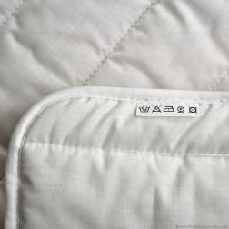 La table à langer Fifi est fournie avec un matelas à langer en coton bio